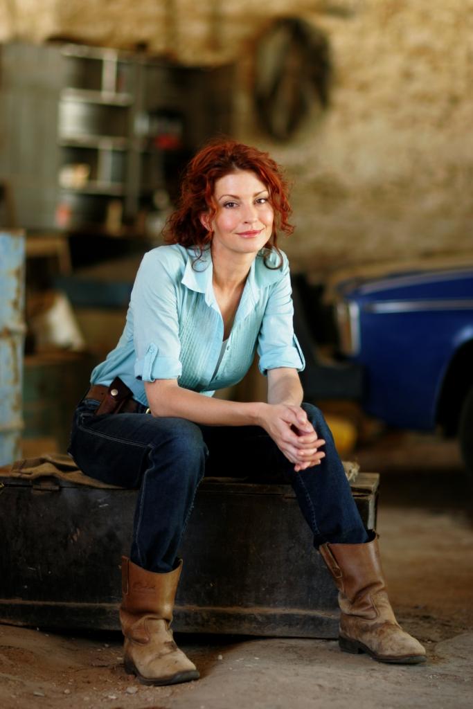 Simmone Jade Mackinnon plays Stevie Hall in McLeods Daughters
